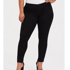 Torrid NWT Black Luxe skinny jeans